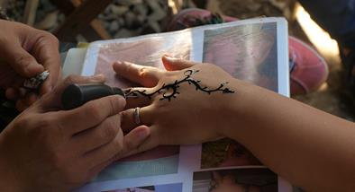 A Indian style henna.